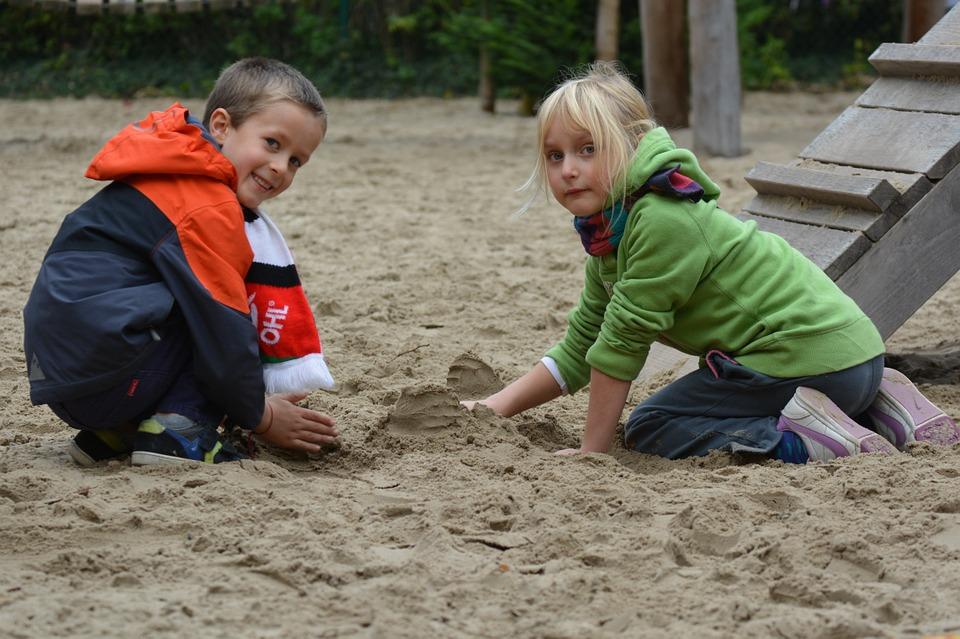 samen spelen met zand